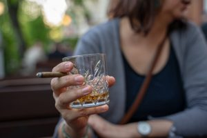 whiskey cigar 300x200 - whiskey-cigar